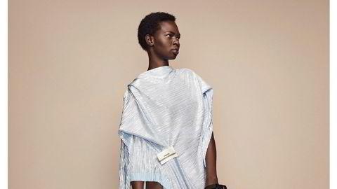 Glitzy. Anne Karine Thorbjørnsens mest omtalte kjole denne sesongen; glitter, åpen rygg og overdrevent slep.