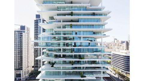 Forskjøvet. Leilighetsbygget Beirut Terrace er på totalt 100.000 m², og er tegnet av det sveitsiske arkitektkontoret Herzog & de Meuron. Bygget består av totalt 130 leiligheter i ulik størrelse, fra 276 til 1037 m².