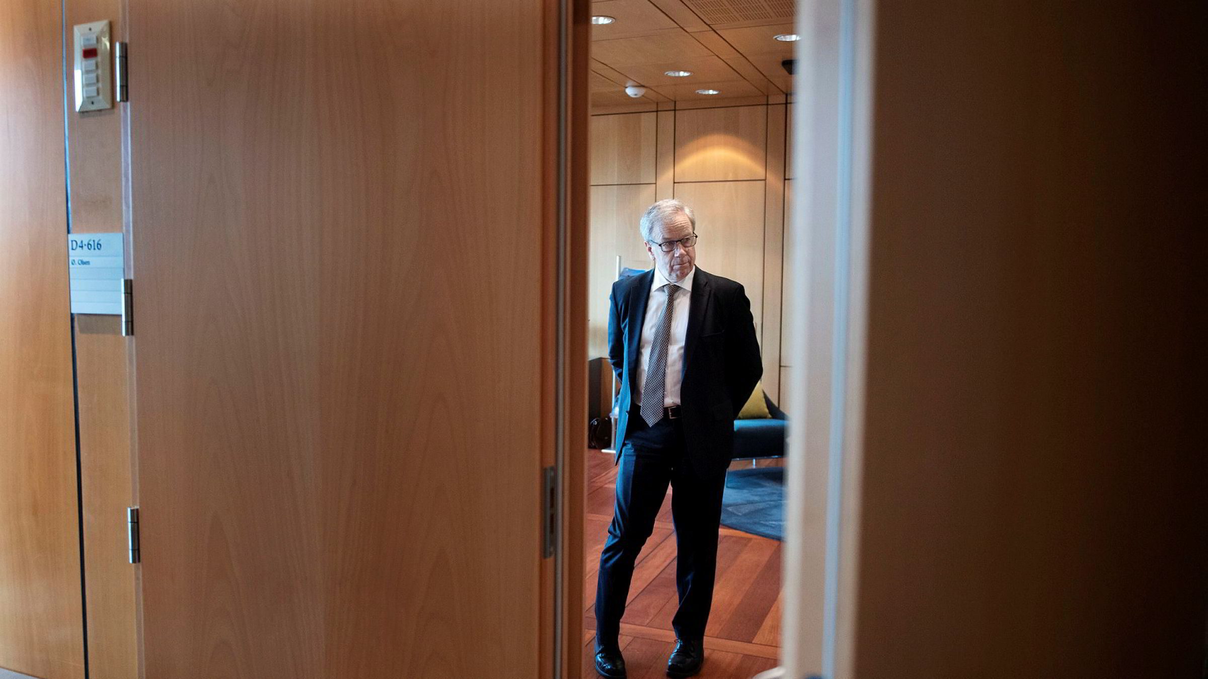 Det virker heller ikke som om Norges Bank og sentralbanksjef Øystein Olsen har tatt inn over seg endringen i sitt mandat fra mars i fjor: Pengepolitikken skal bidra til høy og stabil produksjon og sysselsetting.