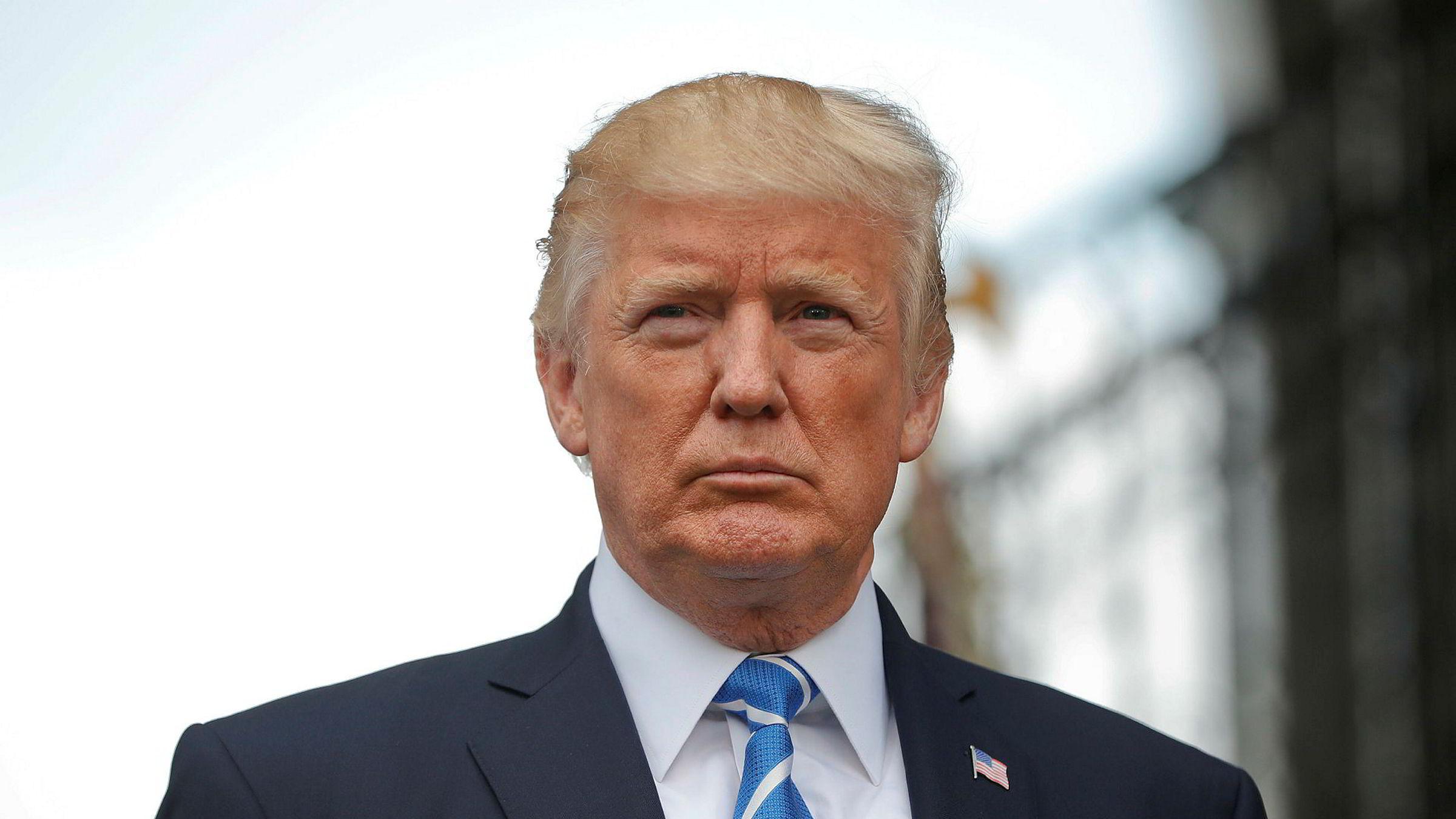 President Donald Trump sier at mange valg vurderes for å få kontroll på situasjonen i Venezuela, inkludert militærbruk.