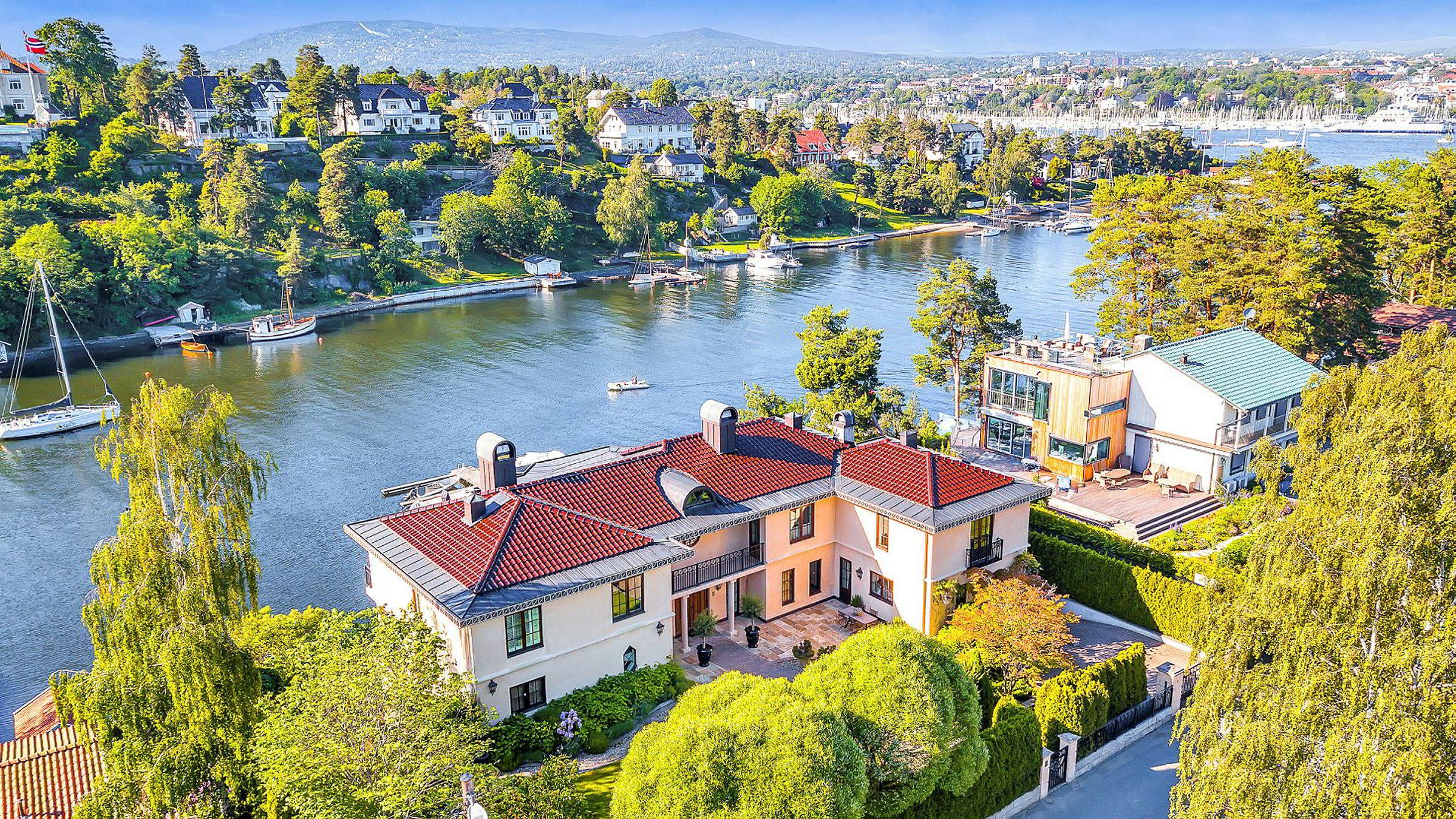 Øivind Tidemandsens villa har ligget ute for salg siden i fjor sommer. Megler Kristian Karlsrud er fornøyd med å ha solgt den på litt over et halvt år.