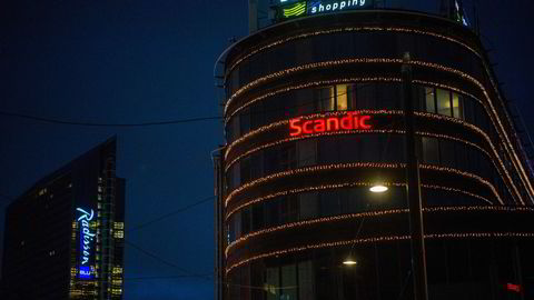 Hotellkjeden Scandic, her illustrert med Scandic Byporten i Oslo, melder om kun 20 prosent belegg i november og dystre utsikter for vinteren. Radisson Hotel Oslo Plaza i bakgrunnen.
