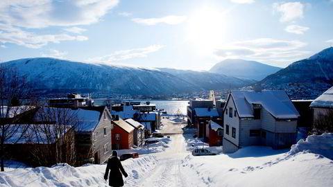 Tromsø i vinteridyll. Kommunen oppfordrer folk sørfra til å holde seg unna, hvis ikke innføres det søringkarantene.