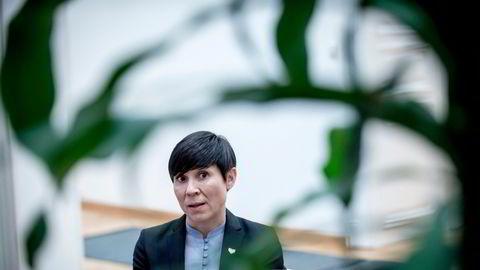 UD-ansatte i Oslo nøler med å søke jobber ute, fordi lønnen er for dårlig og partnere taper for mye på karriereavbrudd. Utenriksminister Ine Eriksen Søreide på den norske ambassaden i Wien.