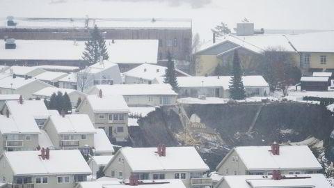 Norges energi- og vassdragsdirektorat (NVE) fremmet innsigelse mot utbygging i nærheten av skredområdet i Gjerdrum i 2014. Området er av både NVE og Norges Geotekniske Institutt (NGI) blitt karakterisert som svært risikofylt.