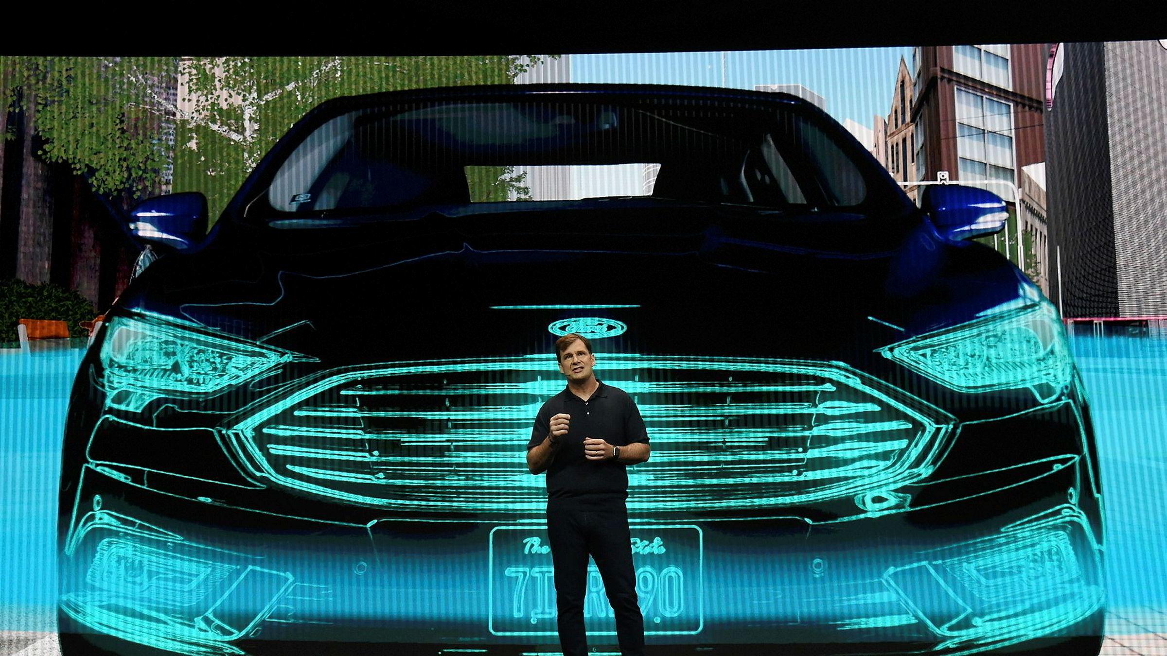Ford-sjef Jim Farley snakker på bilmessen i Las Vegas i helgen der han la frem Fords satsing på elbiler de kommende årene.