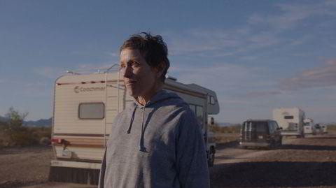 Frances McDormand har en magnetisk tilstedeværelse som Fern i «Nomadland», i en av to oppdiktede roller i en usedvanlig dokumentarisk fiksjonsfilm.