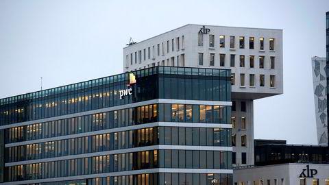 KLP svarte på Sbankens konkurransefremstøt med priskutt. Andre stengte for nye kunder fra Sbanken til sine fond.