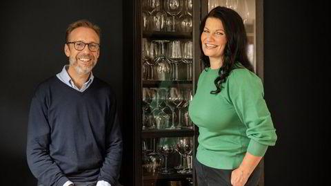 Thomas Giertsen og Merete Bø lager vinpodkast for Dagens Næringsliv.