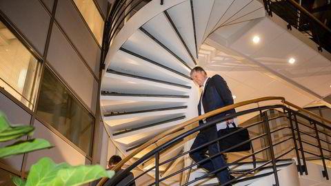 Det blir mange runder for Norwegian-sjef Jacob Schram (til høyre) og finansdirektør Geir Karlsen som har gitt seg selv fem måneder på å skape et levedyktig flyselskap.