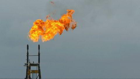 Det er ventet sterk nedgang i etterspørselen etter olje i første kvartal. Bildet viser en rigg i Angola.