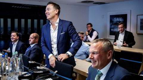 Selvaag Boligsjef Rolf Thorsen (t.h.) og styreleder Olav H. Selvaag (t.v.) avbildet under en presentasjon til sine aksjonærer i november 2019.