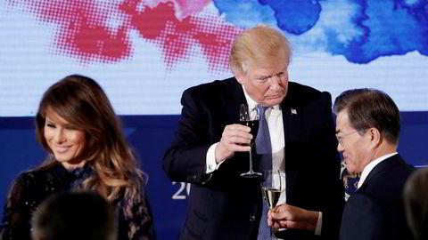 President Donald Trump besøkte tirsdag Sør-Korea, der han hadde samtaler med president Moon Jae-in.