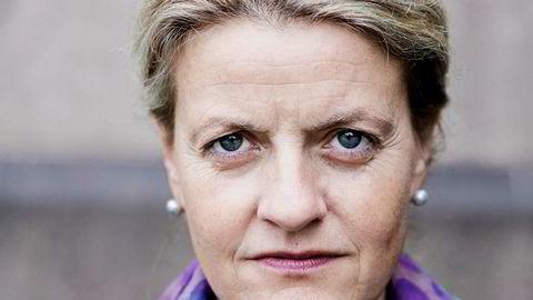 Inger Lise Blyverket, direktør i Forbrukerrådet, er skeptisk til flyselskapenes betalingsvegring.