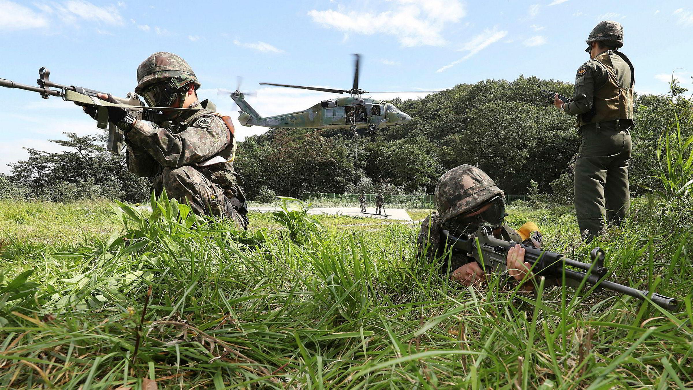 Spenningen over Korea-halvøya har økt etter tirsdagens missileavfyring fra Nord-Korea over japansk territorium. På bildet ser vi sørkoreanske soldater som trener på under en årlig øvelse i Yongin. Hong Gi-won/Yonhap via AP)