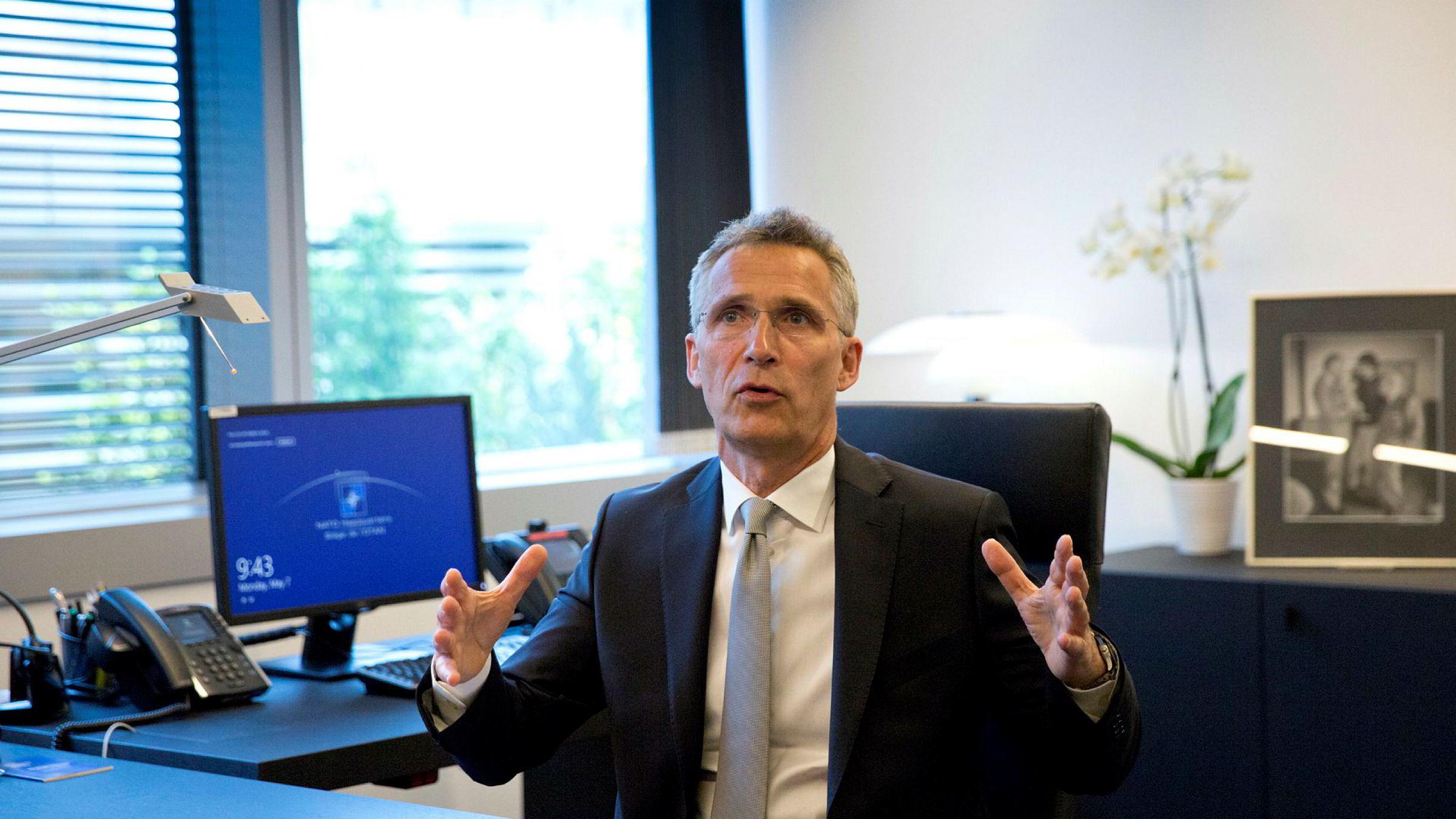 NATO-sjef og tidligere statsminister Jens Stoltenberg på sitt kontor i Brussel tidligere i år.