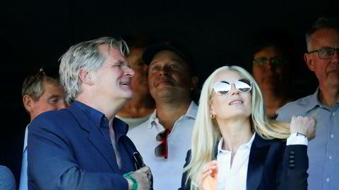 Tor Olav Trøim sammen med sine kone Celina Midelfart på eliteseriekamp mellom Vålerenga og Brann.