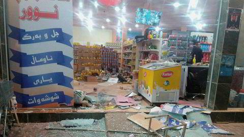 Mange døde etter jordskjelvet i Irak. Bildet viser den ødelagte inngangen til en butikk i Halabja.