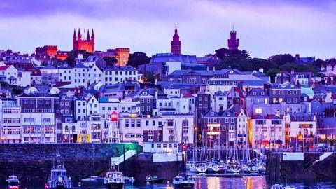 En eldre mann skulle motta et større beløp fra en bank på Guernsey, men endte opp med å få kundeforholdet sitt hos Sparebanken Vest oppsagt. Her Victoria Marina på øystaten Guernsey i den engelske kanal.