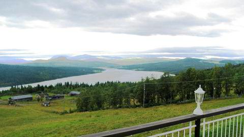 Utsikt fra Wadahl høgfjellshotell, som nå er begjært tvangssolgt. Dette er en veldig lei sak. Men vi skal hvert fall ikke gi opp, sier hotellsjef Trygve Grov.