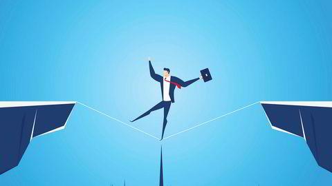 Krisen rammer heller ikke alle likt, og den rammer ulikt privat og på jobb. Ledere må kunne romme de ulike formene for utrygghet og trusler, og bygge bro mellom dem som ser ulikt på dette.