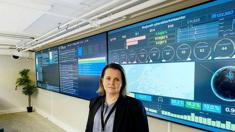 Bente Hoff, avdelingsdirektør i Nasjonal sikkerhetsmyndighet med øverste ansvar for Nasjonalt cybersikkerhetssenter sier det har rent inn med virksomheter som vil ha sensorer fra myndighetene utplassert hos seg etter de store dataangrepene mot Helse Sør-Øst og Hydro.