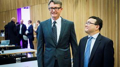 Kjell Inge Røkke og Aker kan overta et stort fremførbart underskudd dersom de lykkes med å kjøpe Norske Skog as. Her er investeringsdirektør John Chiang i Oceanwood Capital sammen med Aker-sjef Øyvind Eriksen under torsdagens pressekonferanse.