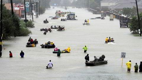 Ekstremvær koster verden ekstreme summer. Her fra orkanen Harveys herjinger i Houston i USA.