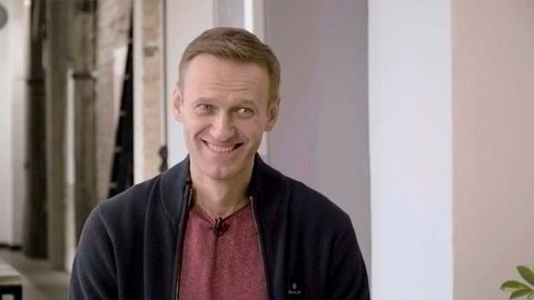 Den russiske opposisjonslederen Aleksej Navalnyj er på bedringens vei etter forgiftningen. Her i Berlin forrige uke.