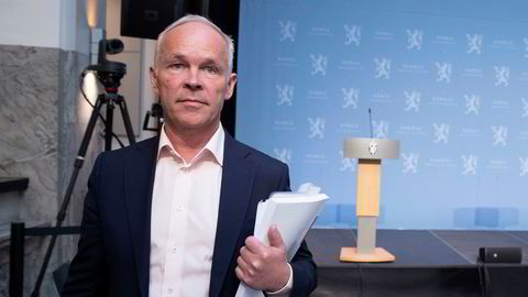 Finansminister Jan Tore Sanner avvikler den generelle kontantstøtten til bedrifter som er særlig hardt rammet av koronapandemien.