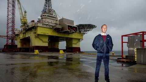 Daglig leder John Økland i Petro.no holder til like ved forsyningsbasen på Ågotnes. På et drøyt år har han og en annen avhopper etablert en sterk utfordrer til Schibsteds vestlandsportal Sysla.