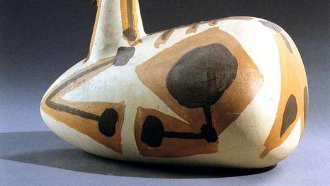 Dyrekeramikk. Picasso satte gjerne sammen tradisjonelle keramiske former – hanker, halser, kropper – på nye måter. Her er «Liggende geitekilling» fra 1947–1948.