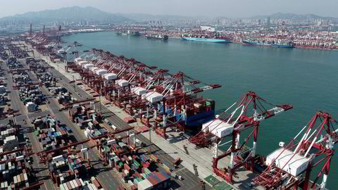 Det er høy aktivitet ved kinesiske havner med eksportvekst sammenlignet med i 2019. Her fra containerhavnen i Qingdao i forrige uke.
