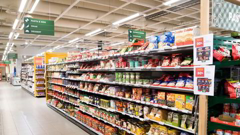 Næringskomiteen på Stortinget har lagt fram en pakke med tiltak for å bekjempe maktkonsentrasjon i dagligvarekjedene.