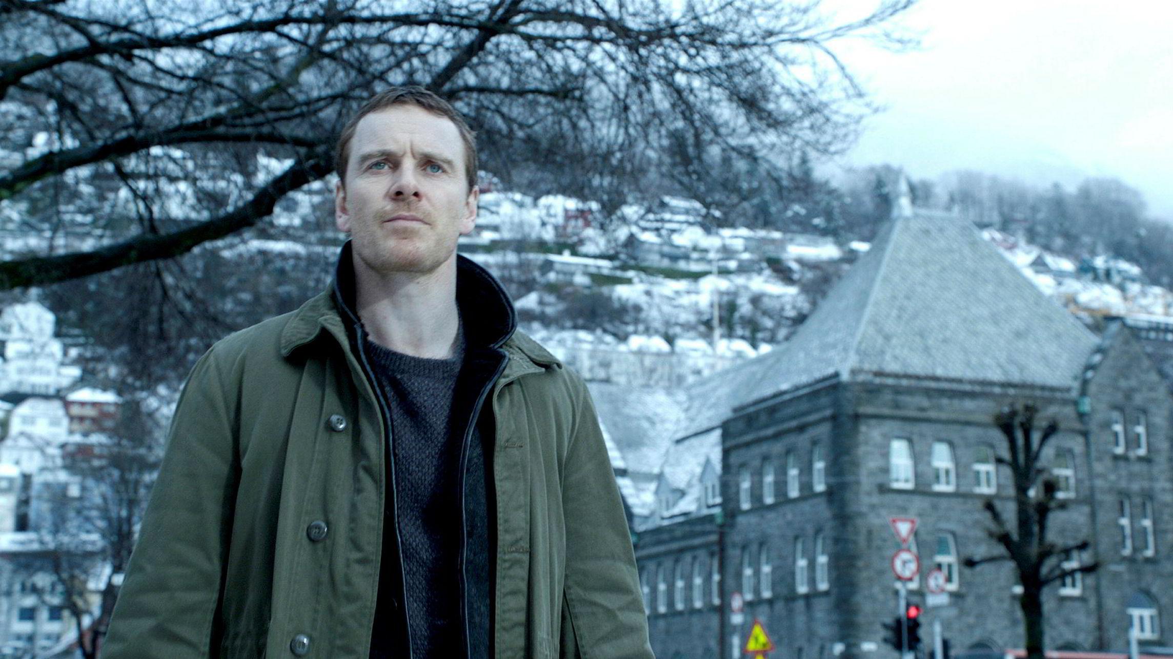 «Snømannen» spilte inn 3,4 millioner dollar i åpningshelgen på det amerikanske markedet. Hollywood-stjernen Michael Fassbender spiller Harry Hole i filmatiseringen av Jo Nesbøs krimroman.