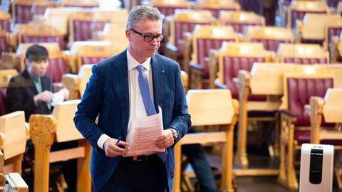 Fiskeri- og sjømatminister Odd Emil Ingebrigtsen (H) har havnet i en fiskekrig med EU etter at Norge innskrenket EUs torskekvote utenfor Svalbard. Her under Stortinget muntlig spørretime onsdag.