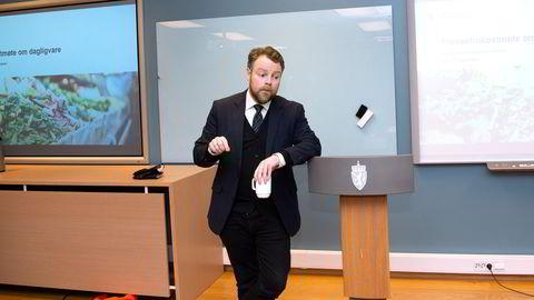 Arbeids- og sosialminister Torbjørn Røe Isaksen har fått et utvannet reformslag av sykelønnsordningen i fanget.