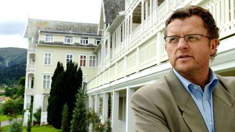 Daglig leder Sigurd Kvikne i Kviknes hotel i Balestrand får henvendelser fra arbeidsledige som ønsker jobb i to uker før de drar på ferie.