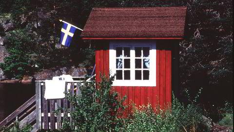 Nordmenn med hytte i Sverige får kun dra på dagsbesøk. Nå møter de staten i retten.