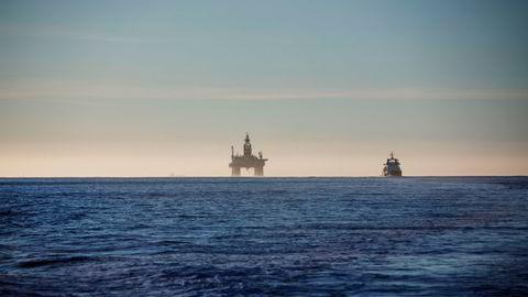 IEA oppjusterer sine oljeetterspørselsanslag. Bildet biser boreriggen «Songa Encourage» i Nordsjøen.