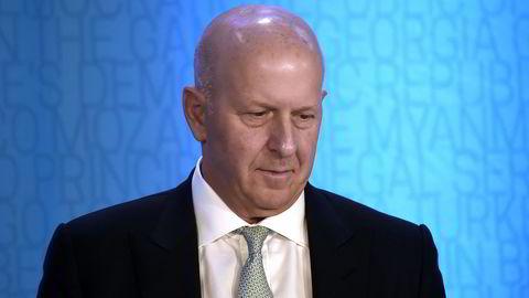 Konsernsjef David Solomon hos Goldman Sachs får redusert kompensasjonen for 2020 med ti millioner dollar på grunn av finansinstitusjonens rolle i en av de største korrupsjonsskandalene.