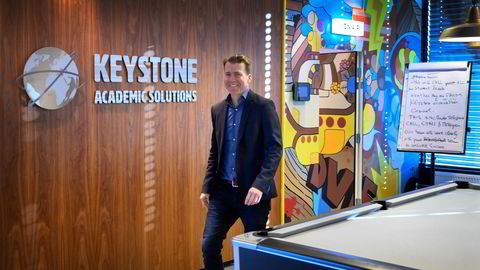 Erik Harrell leder Keystone. Selskapet holder til i tilknytning til det gamle terminalbygget på Fornebu. Lokalene skal pusses opp, men inneholder fremdeles start-up-innslag av typen biljardbord.