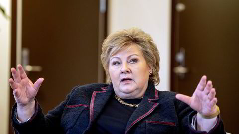 Statsminister Erna Solberg reagerer på det som skjer i USA.
