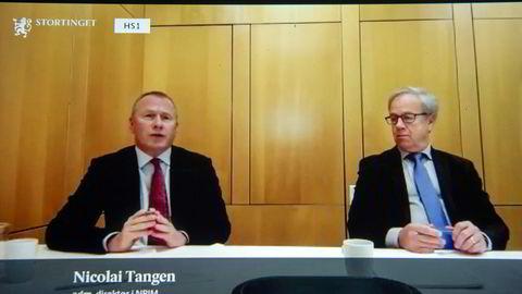 Norges Bank sier det er blitt mer utfordrende å gjennomføre større handler uten å påvirke markedsprisene, skriver artikkelforfatterne. Oljefondssjef Nicolai Tangen (til venstre) og sentralbanksjef Øystein Olsen.
