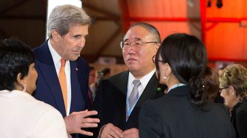 Under FNs klimakonferanse COP21 i Paris i 2015 forhandlet USAs utenriksminister John Kerry og Xie Zhenhua, leder for Kinas forhandlingsdelegasjon.  Nå er samarbeidet blitt tatt opp igjen.