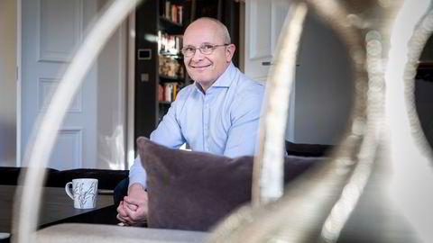 Investor Kjetil Holta sier at det ikke er aktuelt å flytte tilbake til Norge, men kan kanskje vurdere det dersom formuesskatten fjernes. Sist DN møtte ham var i leiligheten i Göteborg.