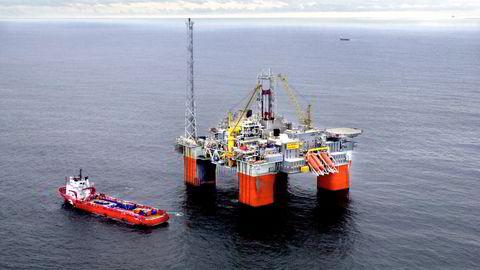 AF-gruppen og Aker Solutions varsler at de sammen vil fjerne og resirkulere gamle oljeplattformer. Her fra Snorre B-plattformen på Tampen-feltet i Nordsjøen.