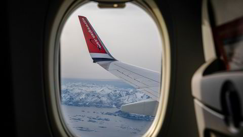 Norwegian flyr ennå med et svært begrenset ruteprogram med ti fly, og planlegger for ny start mot sommeren. Her fra innflyvning til Evenes i Nordland.