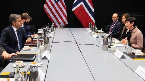 Utenriksministrene Antony Blinken og Ine Eriksen Søreide møttes på Island i forrige uke, flankert av amerikanske og norske diplomater.