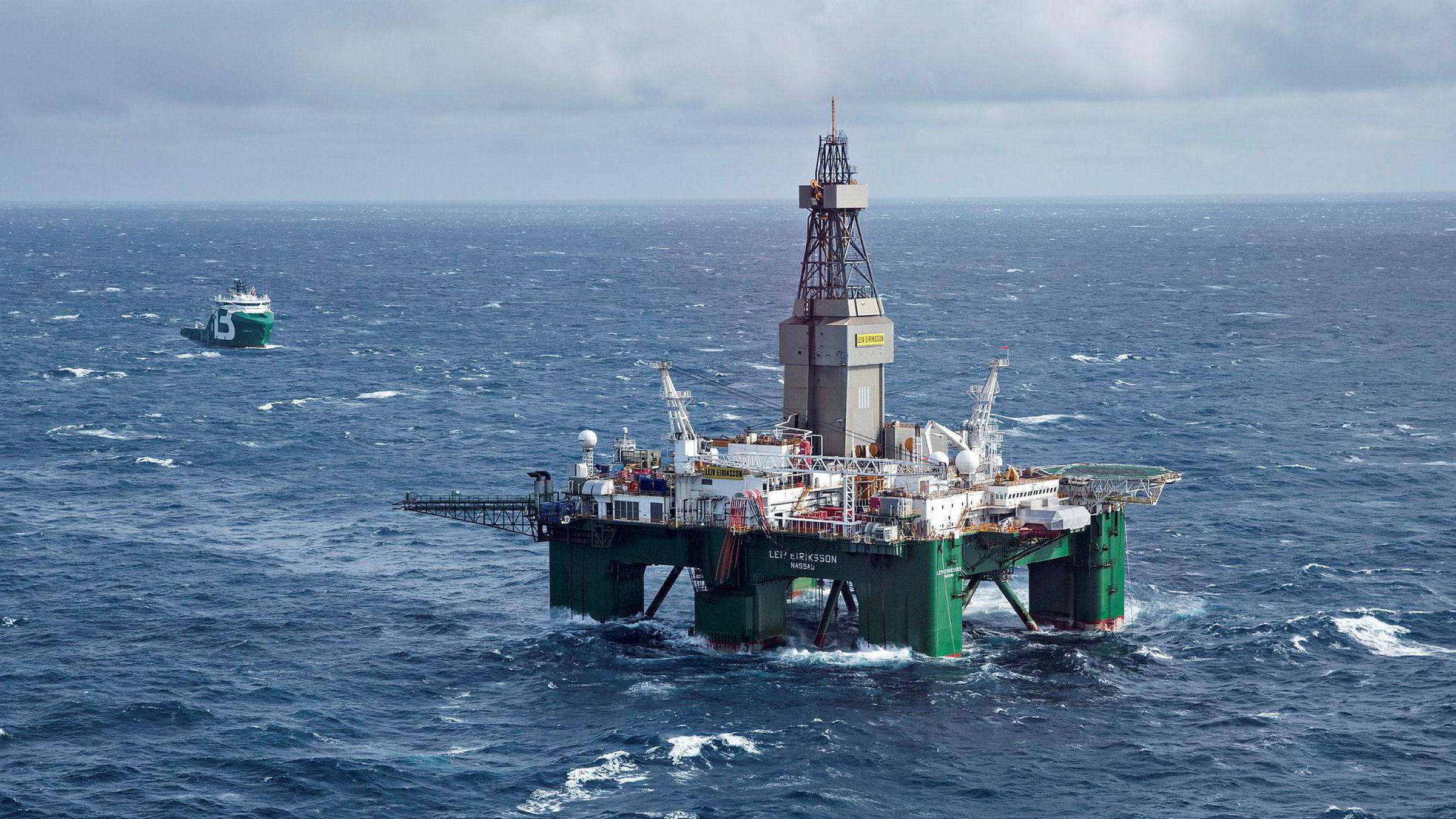 En undersøkelse fra Universitetet i Bergen viser at nordmenn har mer tro på fiskenæringen enn oljenæringen. Her fra boreriggen Leiv Eiriksson i Barentshavet.